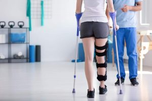 physiotherapy can help post operative treatment of a knee dislocation
